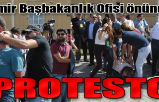 Başbakanlık Ofisi Önünde Protesto
