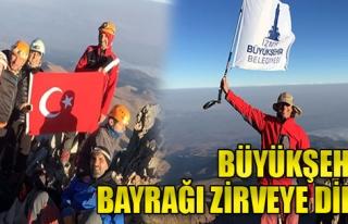 İzmir Bayrağı Zirveye Dikildi