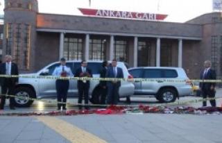 ABD Büyükelçisi, Meydana Karanfil Bıraktı
