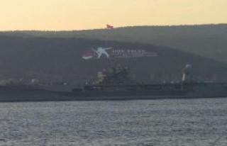 Savaş Gemisi Çanakkale Boğazı'nda