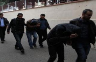 Adıyaman'da 6 Kilo Esrara, 3 Tutuklama