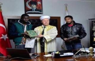 Afrikalı Üniversite Öğrencileri İslam'ı Seçti