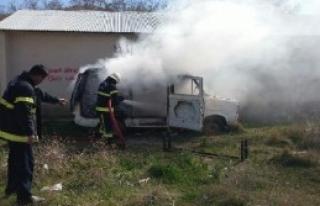 Afşin'de Park Halindeki Minibüs Yandı