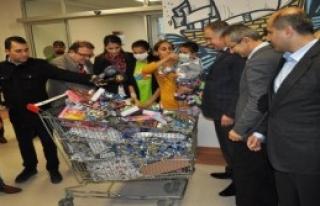 AK Partili Delican Hasta Çocukları Ziyaret Etti