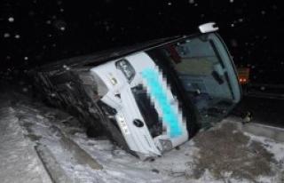 Aksaray'da Yolcu Otobüsü Devrildi: 7 Yaralı