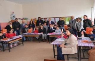 Amasya'da Gönüllü Gençler İlkokulu Boyadı