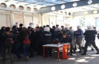 Üniversitede Afiş Kavgası: 3 Öğrenci Yaralı