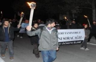 Anadolu Üniversitesi'nde Meşaleli Oturma Eylemli...