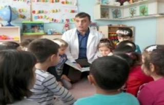 Anaokulunda Bir Baba Öğretmen