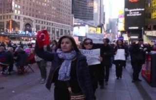 Times Meydanı'nda Protesto Edildi