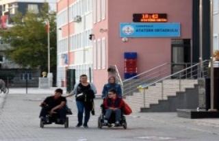 Engelli Öğrencileri İtfaiye Kurtardı