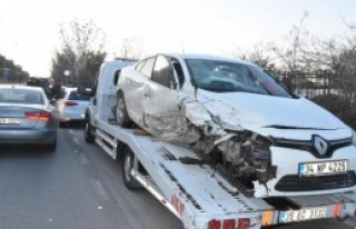 Aşırı Hızlı Sürücü, 9 Otomobile Çarptı