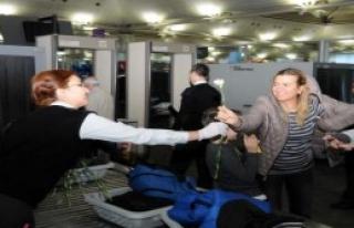 Atatürk Havalimanı'nda Kadınlar Unutulmadı