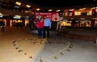 AVM'de Sürpriz Evlenme Teklifi