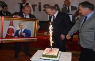 Bakan Özlü'ye Sürpriz Doğum Günü Pastası