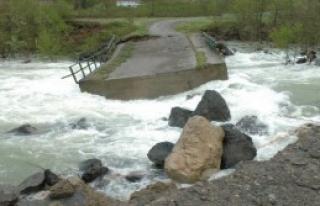 Baraj Suları Köprüyü Yıktı