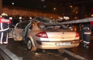 Bariyer Otomobile Ok Gibi Saplandı:1 Yaralı
