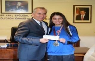 Başkan Zolan, Başarılı Sporcuları Ödüllendirdi