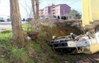 Belediye Kamyoneti Devrildi, 3 İşçi Yaralandı