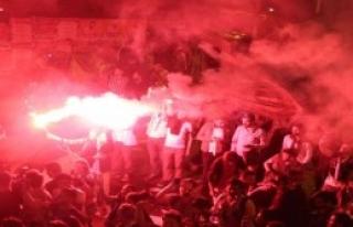 Beşiktaşlı Taraftarlar Galibiyeti Coşkuyla Kutladı