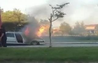 İki Otomobil Alev Alev Yandı