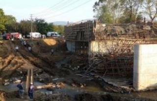 Köprü Çöktü: 1 İşçi Yaralı