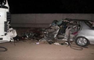 TIR İle Otomobil Çarpıştı: 2 Ölü, 1 Yaralı
