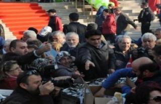 Bursa'da Bedava Hamsi İzdihamı