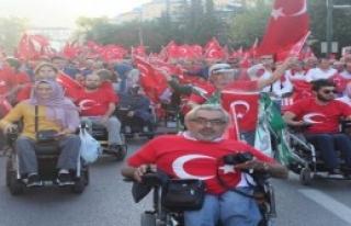 Bursa'da Darbeye Karşı Yürüyüş Düzenlendi