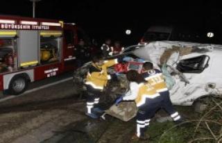 Arabalar Çarpıştı: 1 Ölü, 1 Yaralı