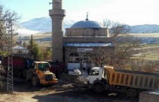 Tır Cami Duvarına Çarptı