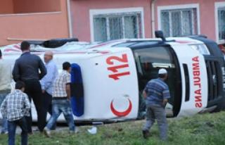 Otobüs Ambulansla Çarpıştı: 7 Yaralı