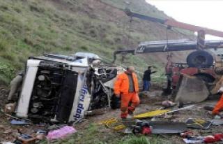 Otobüs Şarampole Yuvarlandı ... 4 Ölü 24 Yaralı