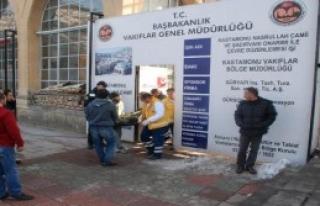 Düşen Kar Kütlesi, 2 İşçiyi Yaraladı