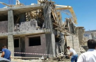 Cami İnşaatının İskelesi Çöktü: 1 Ölü, 1...