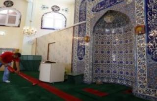 Camiler Ramazan'da Pırıl Pırıl