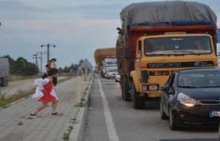 Çanakkale'de Feribot Yoğunluğu Devam Ediyor