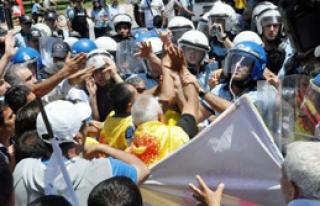 Antalya'daki Greve Polis 'Dur' Dedi
