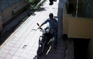 Bisiklet Hırsızını Kolundaki Dövme Yakalattı