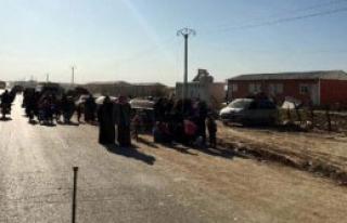 Binlerce Suriyeli Sınırımıza Yığılıyor