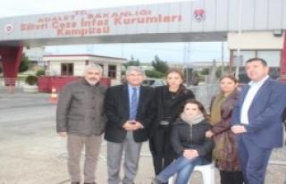 CHP'liler Dündar ve Gül'ü Ziyaret Etti
