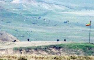 PKK Flamasını İndiren Polise Ateş Açtılar