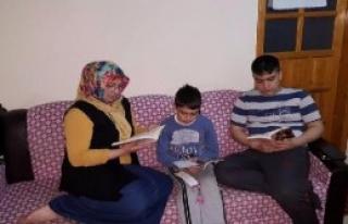 Veliler Kitap Okumaya Başladı