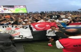 Şampiyonuluğu Türk Bayrağıyla Kutladı
