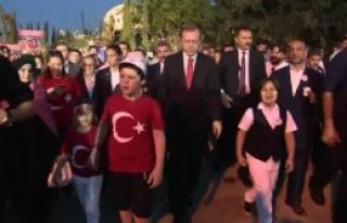 Cumhurbaşkanı Erdoğan Köprüye Yürüdü