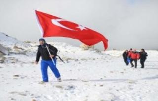 'Uludağ'ın Zirvesine Bayrak Diktiler'