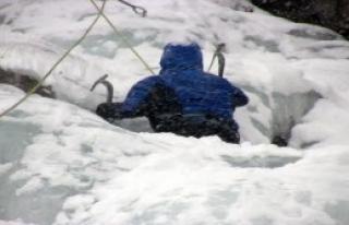 Dağcılar, Buz Tutan Şelalelere Tırmandı