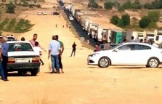 Yol Kesen PKK'lı Teröristler, Polisle Çatıştı...