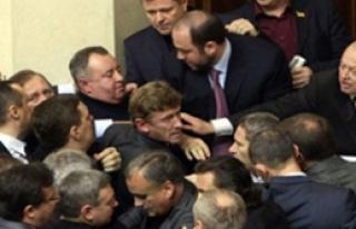 Ukrayna'da Yumruk Yumruğa Kavga