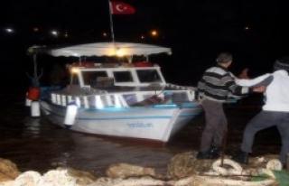 Dev Dalgalar Balıkçı Teknelerini Batırdı